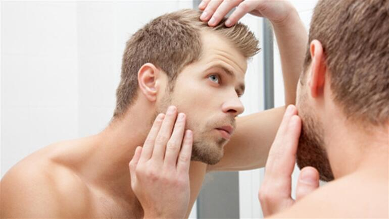 Genç erkekler yeni başlayan saç kayıplarını erteleyebilirler mi?
