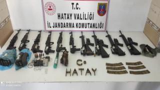 Amanoslar'da Teröristlere ait mühimmat ve yaşam malzemeleri ele geçirildi