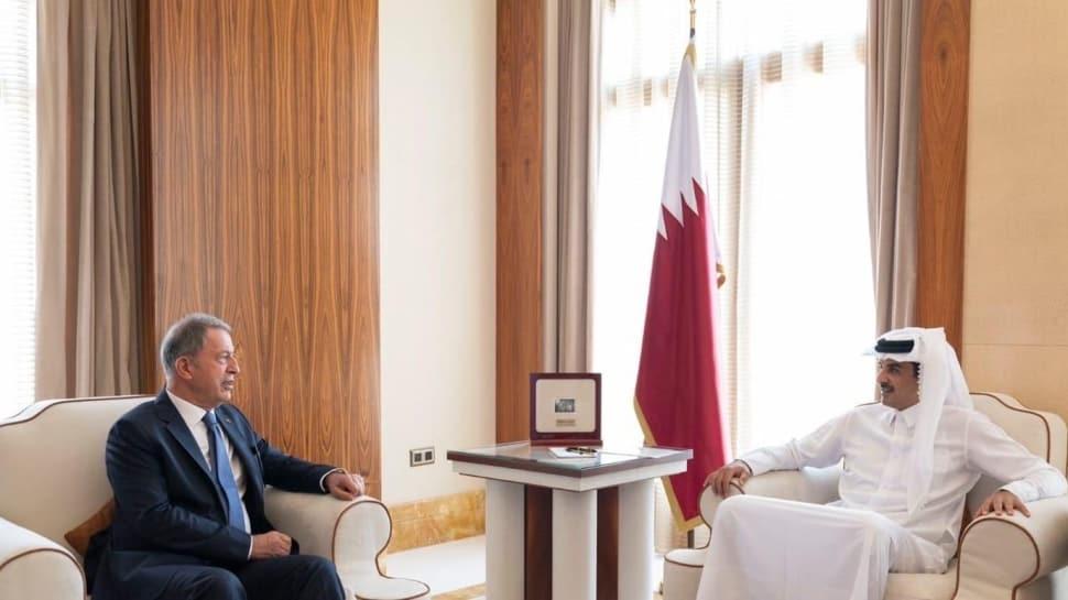 Bakan Akar, Katar Emiri Al Thani ile görüştü